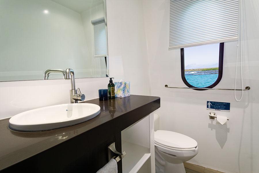 Croisière Natural Paradise Galapagos, salle de bain