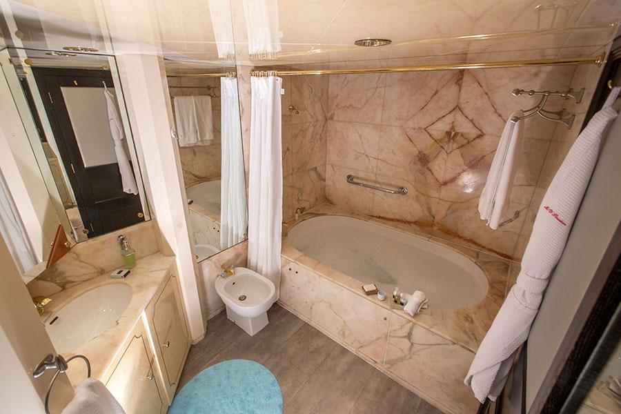 Croisière Passion Galapagos, salle de bain matser suite
