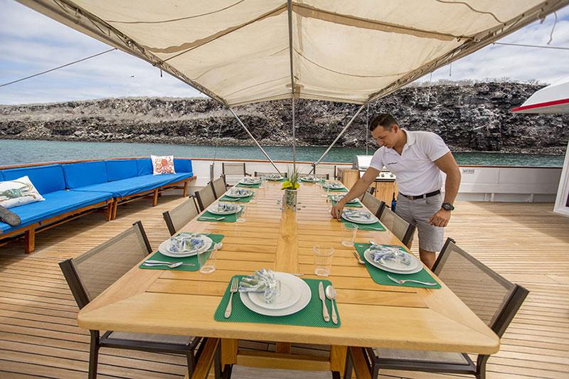 Croisière Passion Galapagos, restaurant extérieur