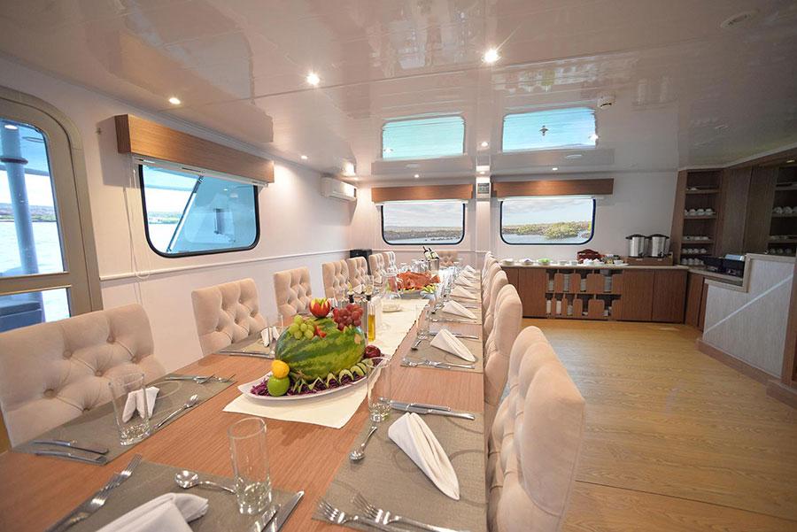 Croisière Seaman Journey Galapagos, salle à manger