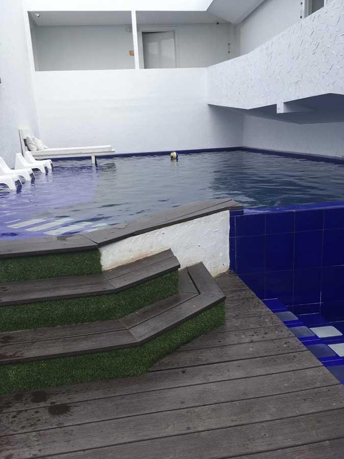 Hôtel Golden Bay aux Galapagos: piscine