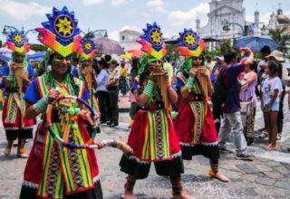 Carnaval fête populaire en Équateur (crédit photo El Comercio)
