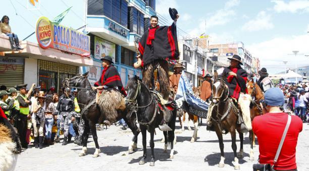 Défilé des chagras à Machachi, en Équateur (crédit photo : El Comercio)