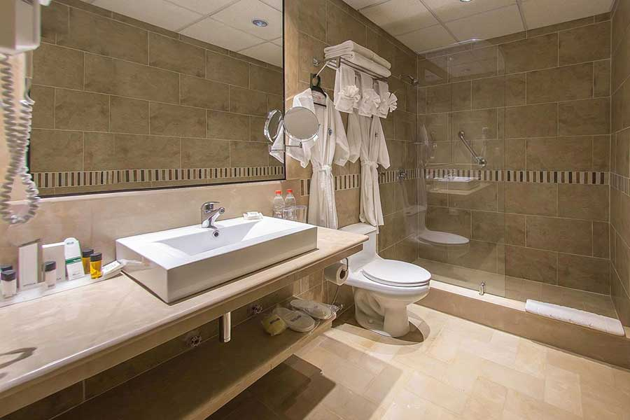 Grand Hotel Guayaquil, salle de bain suite