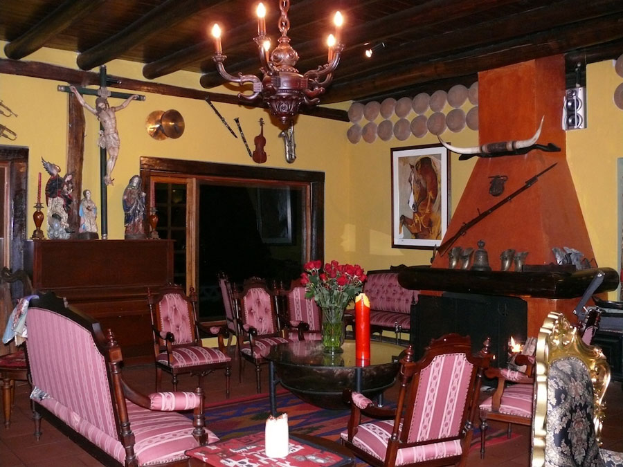 Hacienda Leito, Baños, salon