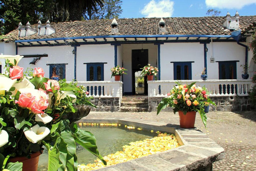 Hacienda Pinsaqui, Otavalo, façade