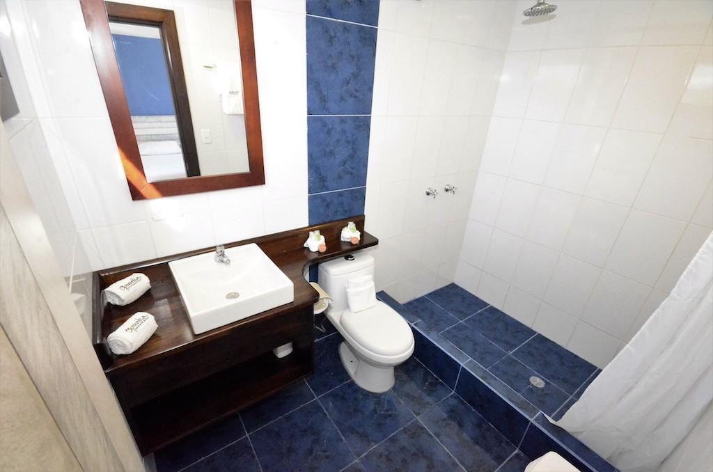 îles Galapagos: hôtel Casita de la Playa, salle de bain