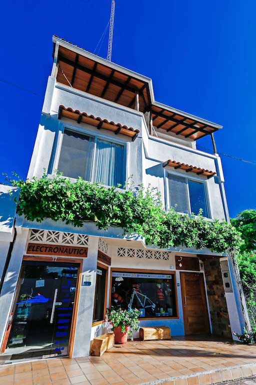 îles Galapagos: façade de l'hôtel Cucuve Suite