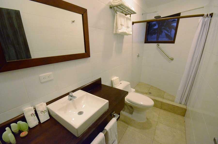Hôtel Volcano, îles Galapagos, salle de bain