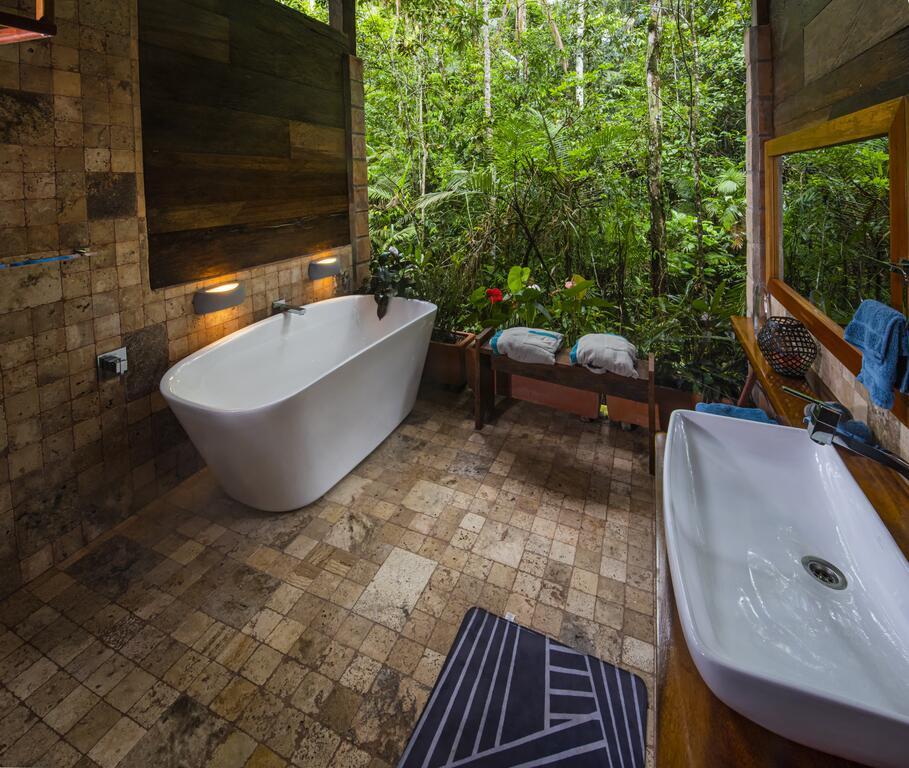 Jamu Lodge, Réserve Cuyabeno, suite sdb