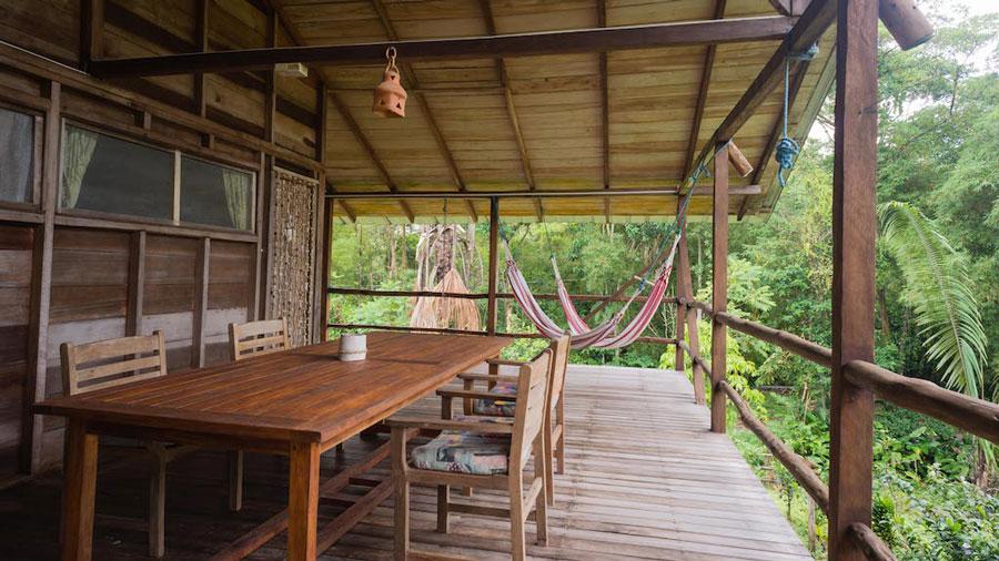 Lodge Hakuna Matata, Equateur, terrasse cabane