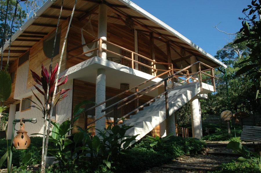 Lodge Hakuna Matata, Equateur, bâtiment