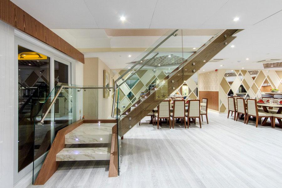 Croisière Elite Galapagos, escalier