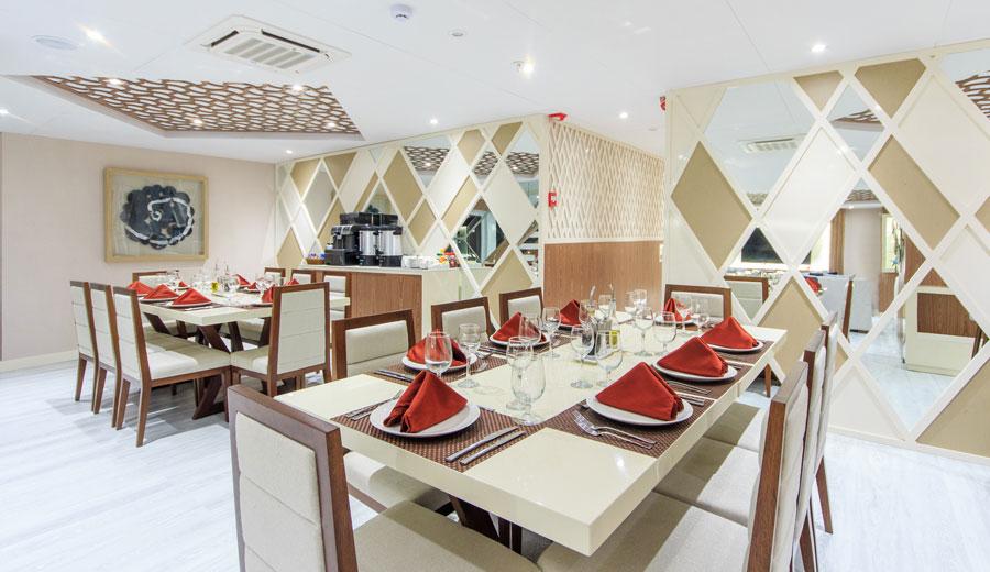 Croisière Elite Galapagos, salle à manger
