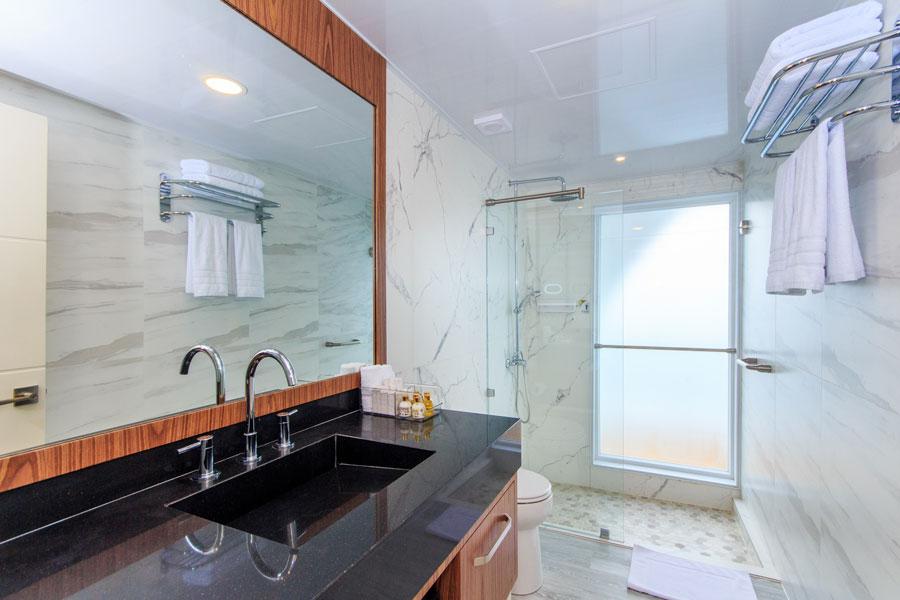 Croisière Elite Galapagos, salle de bain