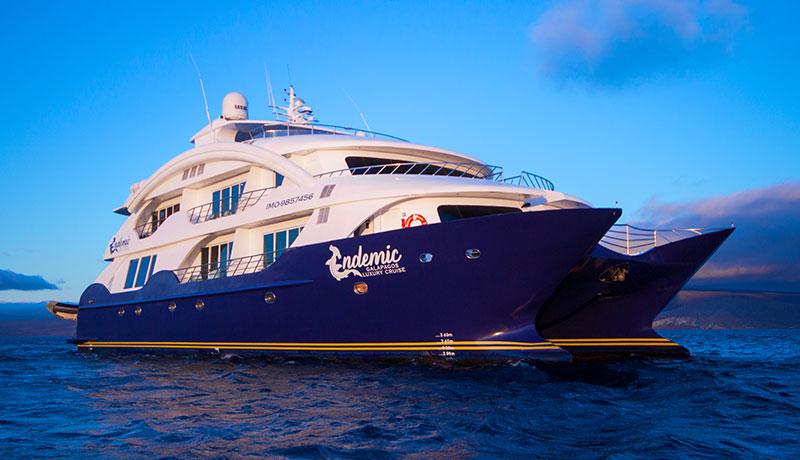 Catamaran Endemic, croisière de luxe aux Galapagos, vue extérieure