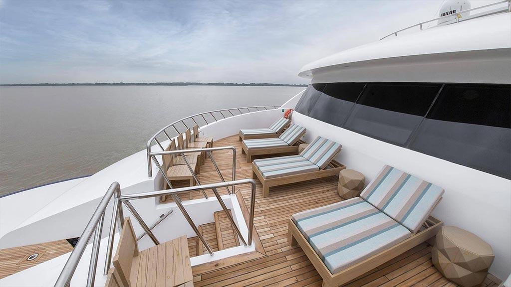 Catamaran Endemic, croisière de luxe aux Galapagos, pont supérieur arrière