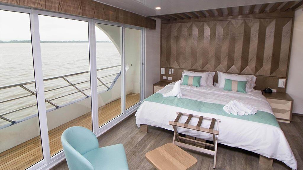 Catamaran Endemic, croisière de luxe aux Galapagos, suite matrimoniale avec balcon