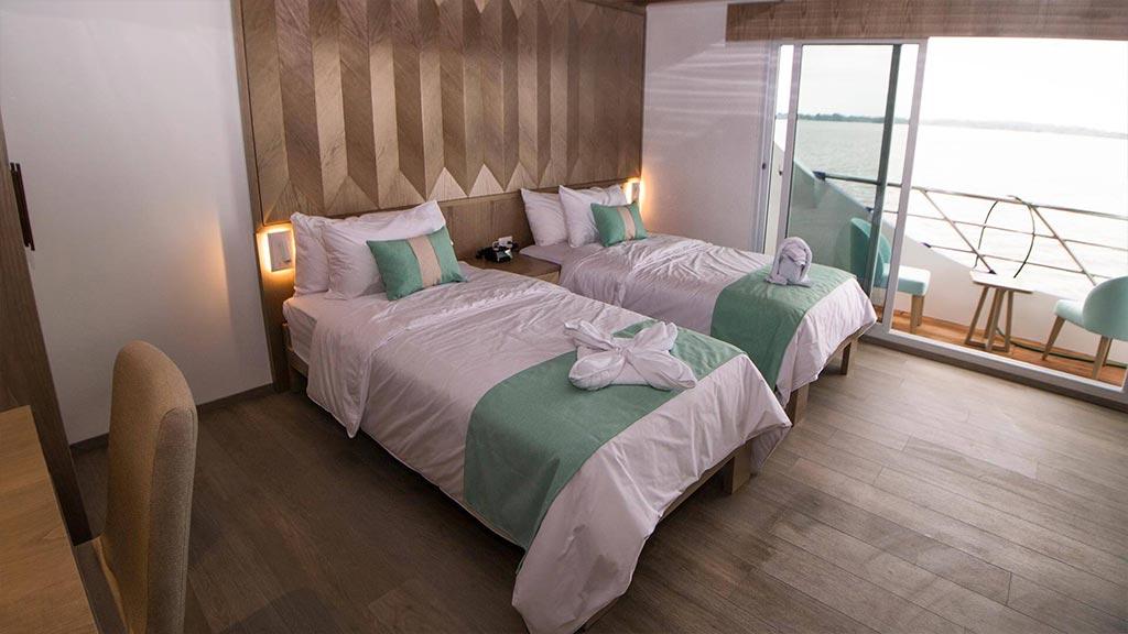 Catamaran Endemic, croisière de luxe aux Galapagos, suite lits jumeaux avec balcon