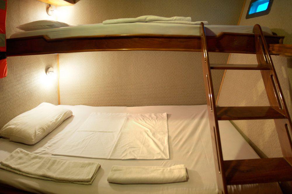 Croisière yacht Fragata aux Galapagos, cabine lits jumeaux